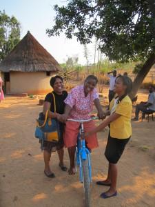 Zimbabwe_fiets voor Village Health work program voor patient bezoek