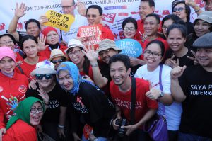 KNCV staff with Minister of Health and DKI Jakarta Governor during TB Day at Marunda1_pic by Teuku Nasrullah