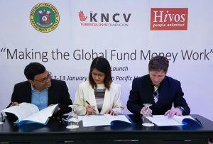 signing-the-mou-between-the-doh-kncv-and-hivos
